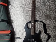 یک عدد گیتار بیس الکتریک برند یاماها YAMAHA  در شیپور