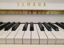 پیانو یاماها JU109 سفید کاملا نو-فروش بعلت مهاجرت در شیپور