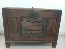 صندوق بزرگ چوبی قدیمی در شیپور