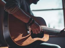 اموزش گیتار توسط مدرس خانم در شیپور