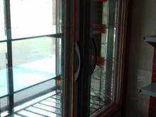یخجال ویترینی و یک عدد قفسه در شیپور