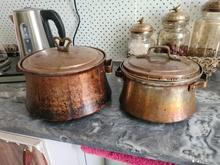 تعدادی ظرف مس در شیپور