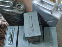 گالن بیست لیتری ، جعبه ابزار ، بیلچه امریکایی در شیپور