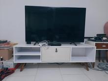 میز تلویزیون تمیزو جادار. در شیپور