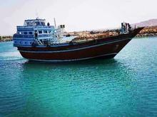 لنج آماده بارگیری از دبی به مقصد نخل تقی در شیپور